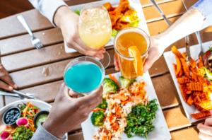 Cocktails cheersing